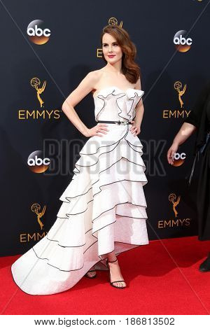 LOS ANGELES - SEP 18:  Michelle Dockery at the 2016 Primetime Emmy Awards - Arrivals at the Microsoft Theater on September 18, 2016 in Los Angeles, CA