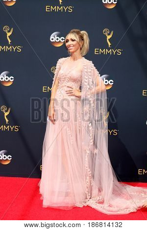 LOS ANGELES - SEP 18:  Giuliana Rancic at the 2016 Primetime Emmy Awards - Arrivals at the Microsoft Theater on September 18, 2016 in Los Angeles, CA