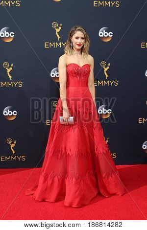 LOS ANGELES - SEP 18:  Amanda Crew at the 2016 Primetime Emmy Awards - Arrivals at the Microsoft Theater on September 18, 2016 in Los Angeles, CA