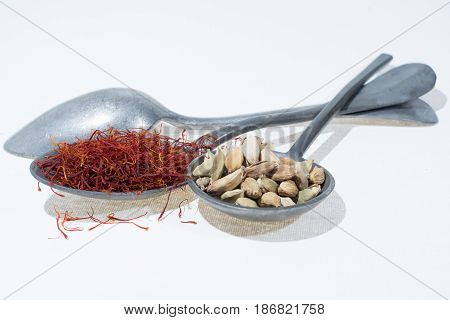 Raw Organic Red Saffron and Cardamom Spices
