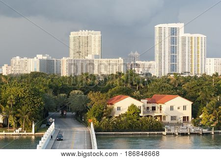 The entrance bridge to Palm Island residential district in Miami (Florida).