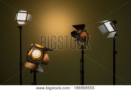 Lighting equipment for photo, film and video. Spotlights directional and diffuse light. Led lighting devices. Halogen spotlights with Fresnel lenses.
