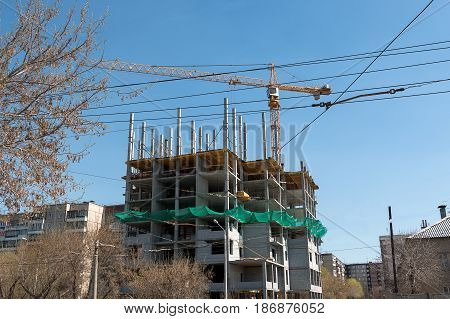 Building of a monolithic multi-storey building a