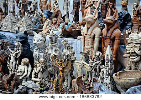 Replica statues Pharaonic statues Sale on the beach