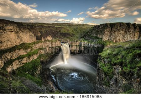 Time lapse of Palouse Falls WA showing swirling pattern of water below falls.