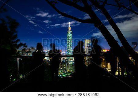 Photohraphers And Tourists Make Photos Of The Taipei Skyline From The Elephant Mountain At Dusk, Tai