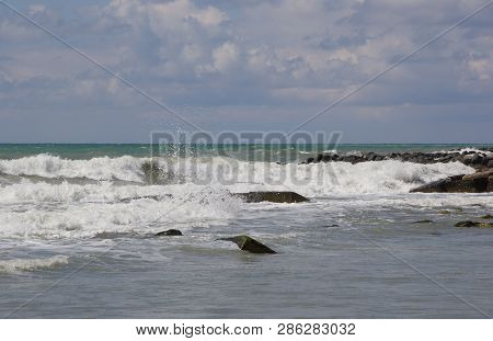 Big Waves Are Rolling On The Shore.