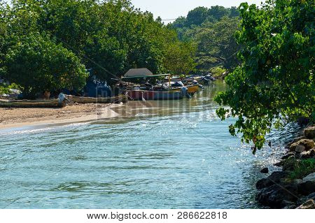 Old Wooden Fishing Boats, Motor Boats And Tour Boats On The River Bank/seashore On Tropical Caribbea