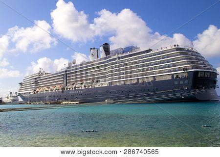 Kralendijk, Bonaire - November 29, 2016: The Cruise Ship Noordam, Belonging To Holland America Line,