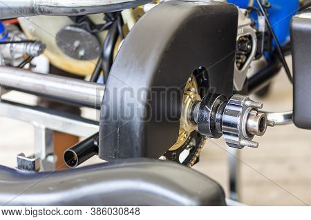 Standard Rear Wheel Hubs With Spindle Axle And With Chain Cover Of Mini Racing Car Sports Go Kart Or