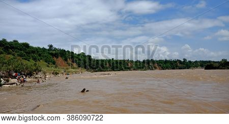 City Jabalpur, India - August 18, 2019: Narmada River Flowing In Bhedaghat Around Dhuandhar Waterfal