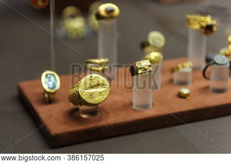 Athens - May 7, 2018: Gold Jewelry In National Archaeological Museum Of Athens, Greece. Ancient Gree
