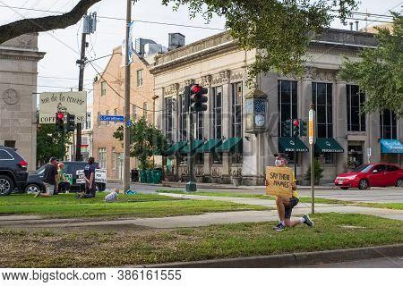 New Orleans, Louisiana/usa - 9/14/2020: Black Lives Matter Demonstrators In Uptown Neighborhood