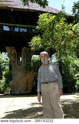Nova Vicosa, Bahia / Brazil - March 2, 2008: Frans Krajcberg, Artist And Environmentalist, Is Seen A