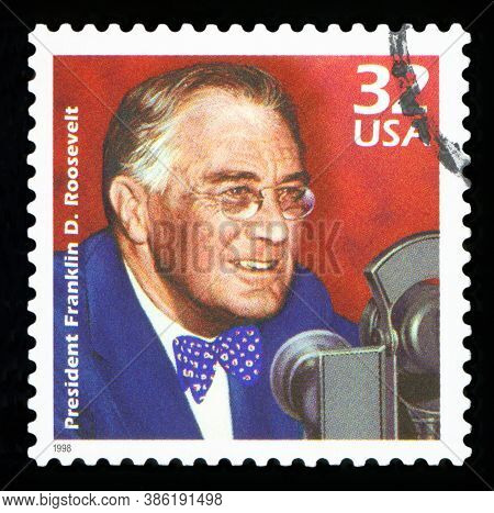 United States Of America - Circa 1998: A Postage Stamp Printed In Usa Showing An Image Of President