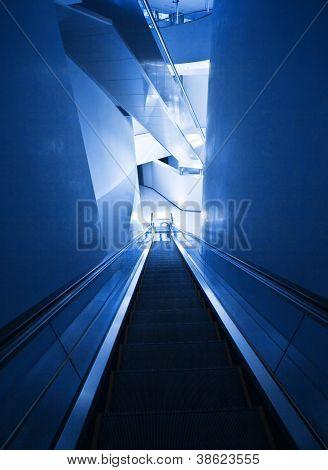 Foto des modernen Rolltreppe, Treppe in Bürogebäude, innen Architektur, zeitgenössische teuer