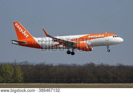 Budapest / Hungary - April 8, 2019: Easyjet Airbus A320 Hb-jxm Passenger Plane Arrival And Landing A