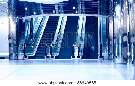 Rolltreppen im modernen Businesscenter