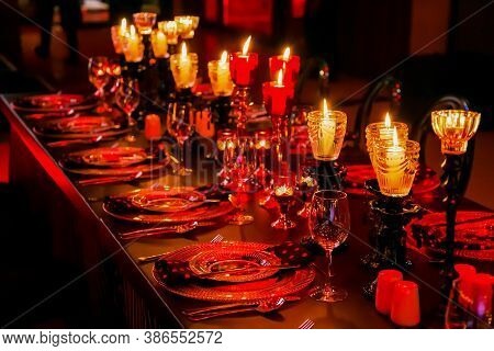 Moody Red Place Setting At Corporate Christmas Gala Event Party