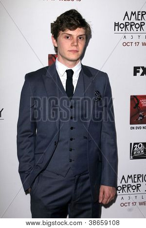 LOS ANGELES - OCT 13:  Evan Peters arrives at the