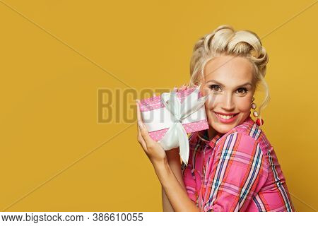 Pin-up Woman Holding Gift And Smiling. Beautiful Happy Retro Model With Red Lips Makeup And Old Fash