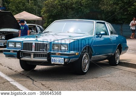 Toronto, Canada - 08 18 2018: 1985 Pontiac Grand Prix Le Coupe Oldtimer Car On Display At The Open A