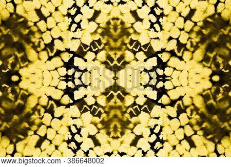 Seamless Cobra Pattern. Yellow, Brown And Gold. Trendy Exotic Illustration. Cobra Leather Animal Pri