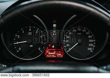 Novosibirsk, Russia - September 19, 2020: Mazda 5, Round Speedometer, Odometer With A Range Of 252 T