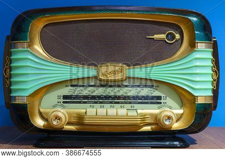 Oceanic Surcouf 56 Rare French Art Nouveau Mid-century Art Deco Radio Made Of Plastic And Wood