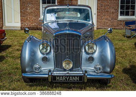 Fernandina Beach, Fl / Usa - September 22, 2018: 1952 Bentley Mark Vi Standard Steel Sports Saloon A