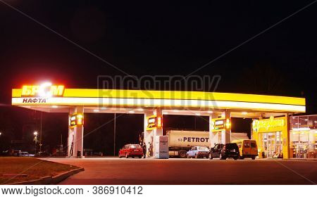 Khmelnytskyi, Ukraine - September 25, 2020: Brsm Nafta Petrol Station At Night. It Is A National Net