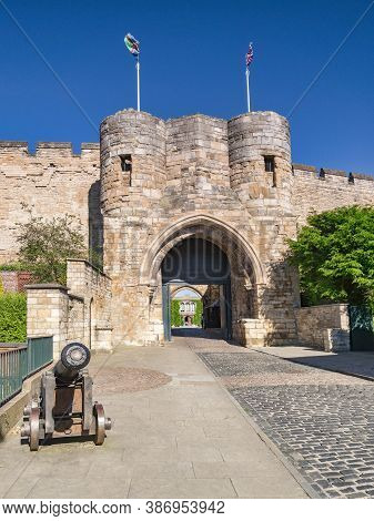 2 July 2019 Lincoln, Uk - The Castle Entrance, And An Old Cannon Syanding Outside.