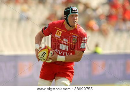 BARCELONA - SEPT, 15: USAP Perpignan Luke Narraway drive the ball during the French rugby union league match USAP vs Stade Toulousain at the Olympic Stadium in Barcelona, on September 15, 2012