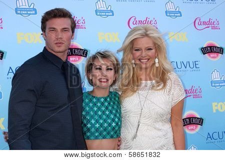 Derek Theler, Chelsea Kane and Melissa Peterman at the 2013 Teen Choice Awards Arrivals, Gibson Amphitheatre, Universal City, CA 08-11-13