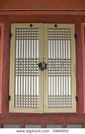 doors in Changdeokgung Palace