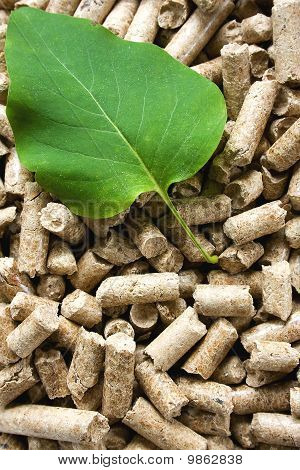 Wood Pellets & Green Leaf