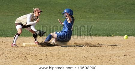 girls high school softball game