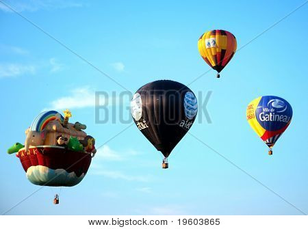 WHITESHOUSE STATION, NJ-Julio 25: globos aerostáticos volar durante la 26 Festiva anual de globo de aire caliente