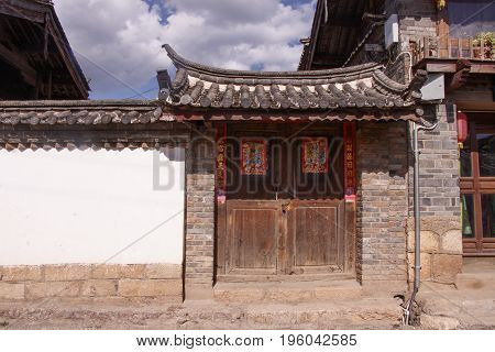 Ancient Old Retro Old Naxi House Street View Of Baisha Ancient Town In Lijiang, Yunnan Province, Chi
