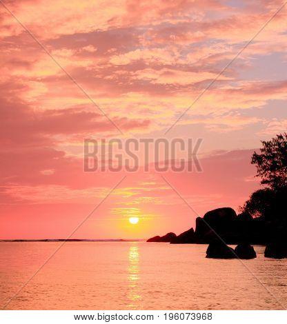 Island View Pinky Glow