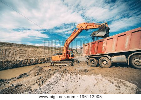 Industrial Heavy Duty Machinery, Details Of Excavator Building Highway And Loading Dumper Trucks
