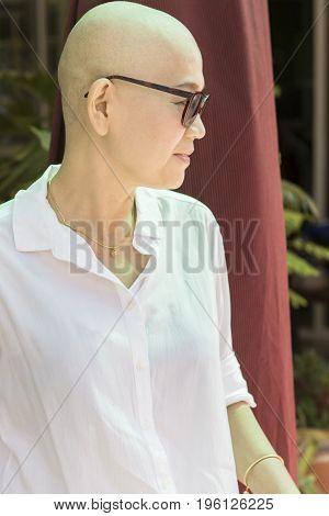 blad head woman after cancer chemical medicine treatment course fallsinghairillsickpatientglasses