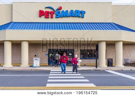 Fairfax, Usa - December 3, 2016: Petsmart Store Facade In Virginia With People Crossing Street
