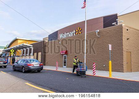 Fairfax, Usa - December 3, 2016: Walmart Building Facade Exterior And Employee Moving Shopping Carts