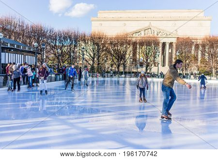 Washington Dc, Usa - January 28, 2017: People Entering Ice Rink Skating In National Gallery Of Art S
