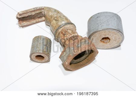Corrosion and lime in water lines in installation