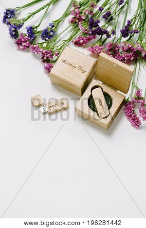 Beautiful White Wedding Usb Flash Drive In Vintage Handmade Wooden Box With Wildflowers . Wedding Co