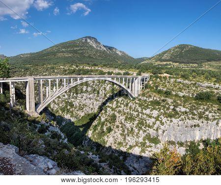 Large Panoramic View Of Bridge On Artuby River, Known As Pont De L'artuby. Gorges Du Verdon, Alpes-d