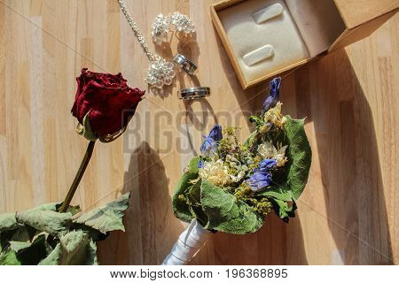 Wedding Rings With Dry Flower And Box
