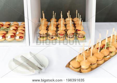 Mini hamburgers, finger food, mini burgers, party food sliders